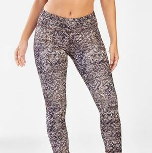 NWT Fabletics capri leggings